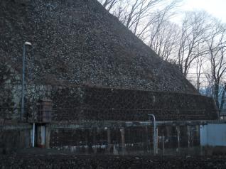 八ッ沢発電所水槽の壁面
