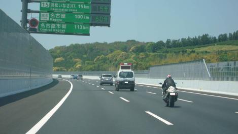 第二東名には覆面パトカーも警察車両も多く走ってたデジカメ写真