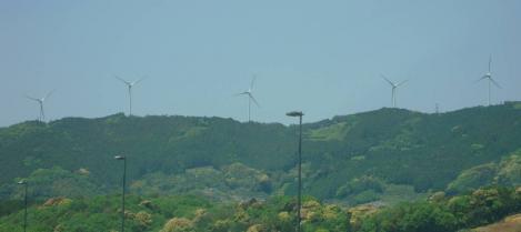 第二東名で浜松市に入ると風力発電装置が多く見えた時をデジカメ写真で