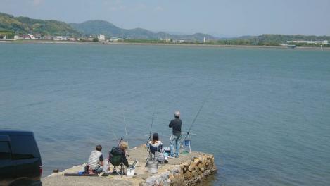 浜名湖で釣りをしていた人々をデジカメ撮影したデジカメ写真
