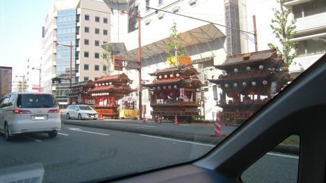 浜松市外の車内から撮れた浜松祭りの様子をデジカメで