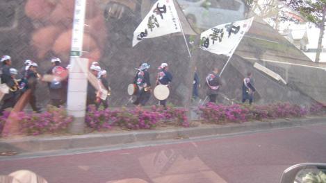 浜松市内で浜松祭りの勢いを見せる人々をデジカメで撮ったど