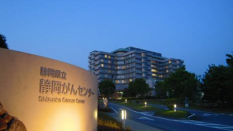 静岡県立静岡がんセンター入場口からがんセンターのデジカメ写真撮影した
