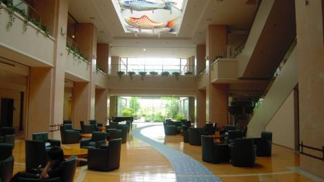 静岡がんセンターの内部吹き抜けホールをデジカメで撮影したのだ