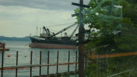 横須賀市西浦賀の浦賀港に着いて戦艦の様な船をデジカメ写真で激写ショット