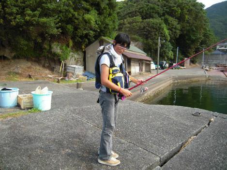 駿河湾で黒鯛を2匹釣り上げた友人の釣り武装をデジショットした