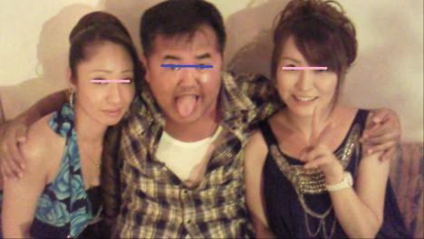 沼津市のクラブ ピュアのアキちゃんとひかるママとナイトモードのシャメ写真画像です