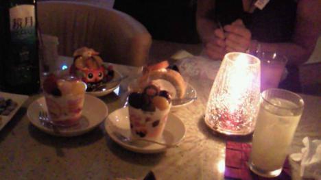 高級クラブのホステス嬢がケーキパーティーをしてくれハロウィンケーキもあったのを写メで撮影したのよね可愛い