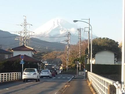 ブログ写真にした日曜に母の見舞いで東名裾野病院へ行く時に見えた大きな富士山をデジカメ写真撮影した