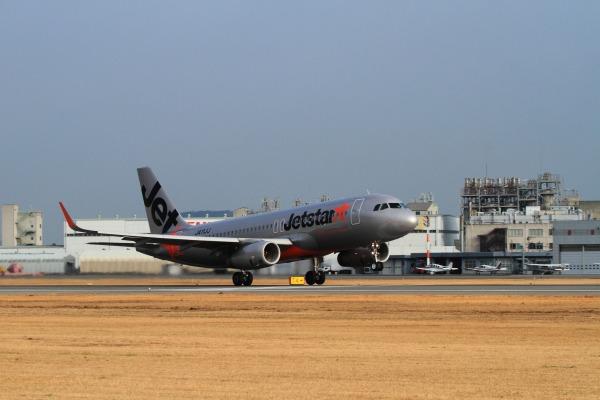 GK A320-232 JA11LL RJOM 140201 006