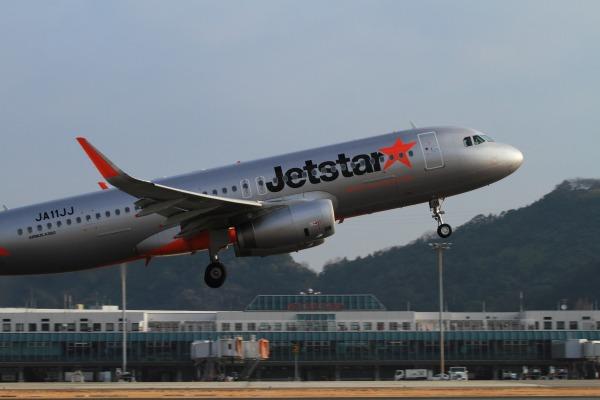 GK A320-232 JA11LL RJOM 140201 016