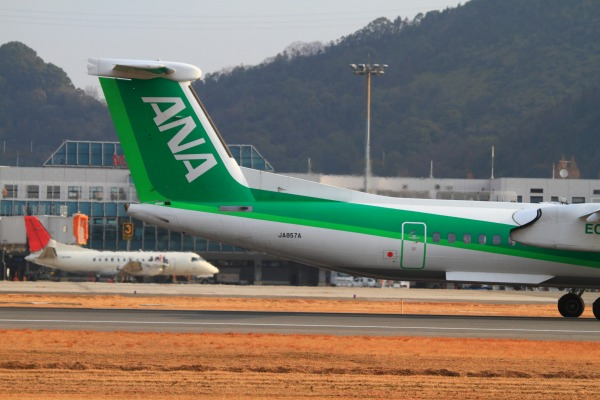 EH DHC-8-402Q JA857A RJOM 140201 007