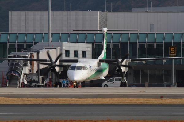 EH DHC-8-402Q JA857A RJOM 140201 013