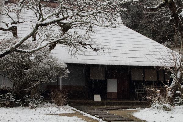 惣河内神社一畳庵・降雪 140206 01