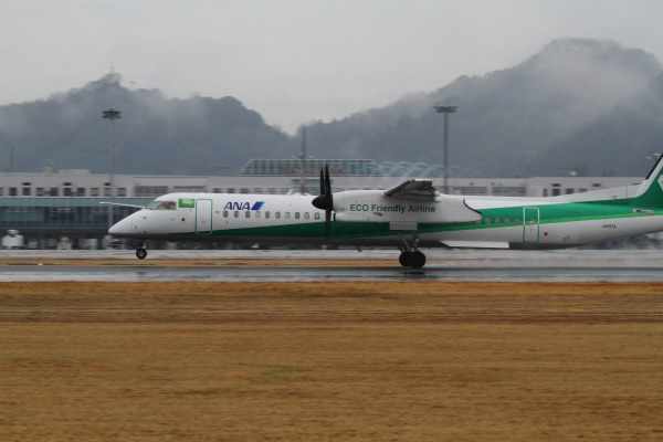EH DHC-8-402Q JA857A RJOM 140208 02
