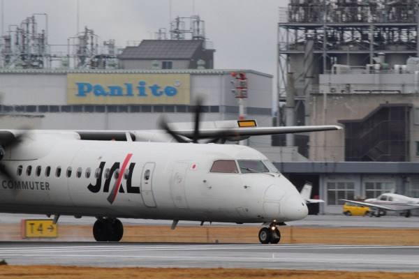 3X DHC-8-402Q JA846C RJOM 140208 01