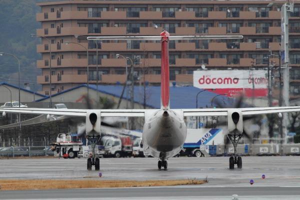 3X DHC-8-402Q JA846C RJOM 140208 02