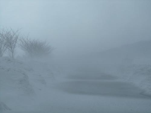 未だ地吹雪