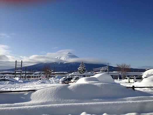 大雪と富士山