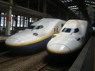 E4系の並び_新潟にて
