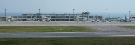 空港ビル全景