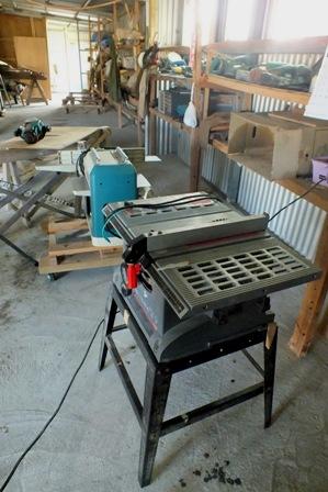 工作機械と工具棚