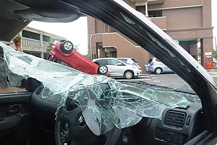 DSCF5403 - 破損した車