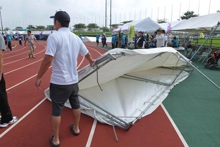 飛ばされたテント