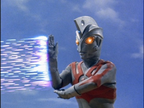 ウルトラマンエースのメタリウム光線でとどめ