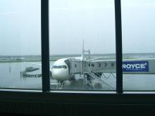 10:55 この飛行機で福岡に行きます(11:20出発の便です)