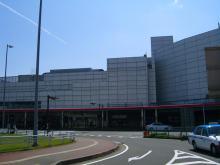 14:29 福岡空港 ・・・ 空港前のトヨタレンタカーへ向かいます。