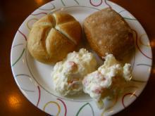 7:09 私はまたパンとポテサラを持ってきました。