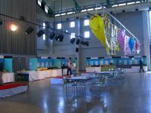 10:30 アルピノのホールでは、唐津焼の展示販売会が開かれていました。・・・高い(@_@;)
