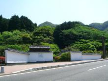 11:40 復元された 関所 ~ 藩窯時代関所によって閉ざし、秘法を守った大川内山だそうです。