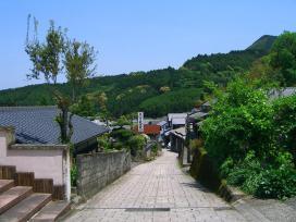 12:10 鍋島藩窯坂で 上の方からの眺め