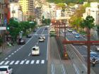 18:10 電停・新大工町 です。この電車に乗ってきました。(歩道橋の上から)