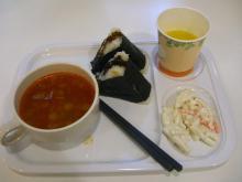 6:29 私の朝食 ・・・ おにぎりとミネストローネ  おいしい(*^_^*)
