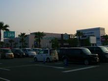 18:03 ゆめタウン前には札幌市に本社のあるニトリもあります。