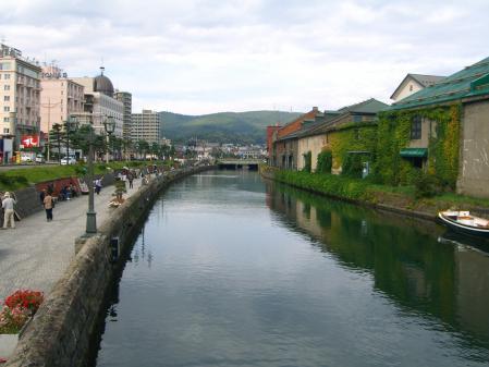小樽運河 ~ 浅草橋で。