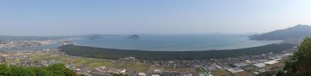 8:39 鏡山展望台から見た 虹の松原 (スマホでワイド撮影)