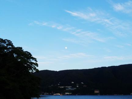 S20130918箱根満月近し