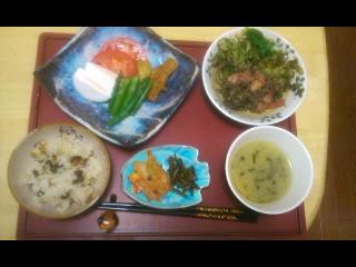 今年初の蕨の味噌汁定食