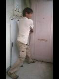 満身の力を込めて5度目にようやく開くドア
