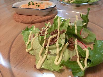 レタスとそぼろのサラダ
