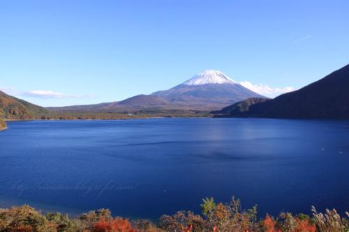 本栖湖と富士山02