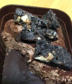食べかけのブラックサンダーBOXケーキ