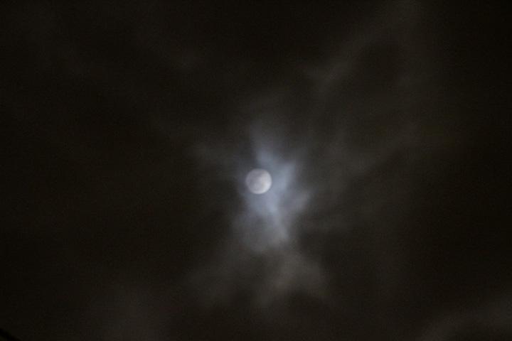 満月だけど