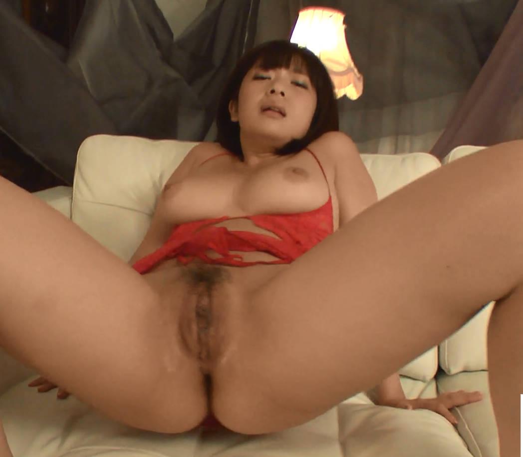 日本のオマンコ無修正 うらビデオ 本能剥き出しオナニーをしている時にバイブをオマンコに差込み生中出しセックス