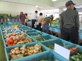 地元産の新鮮な農作物がいっぱい!しかも安い♪
