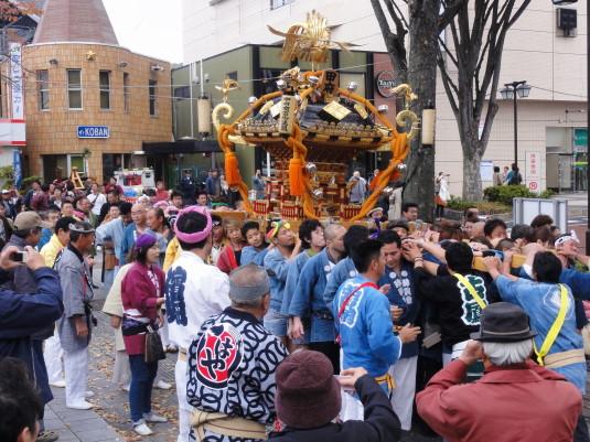 信玄公像 えびす講 神輿